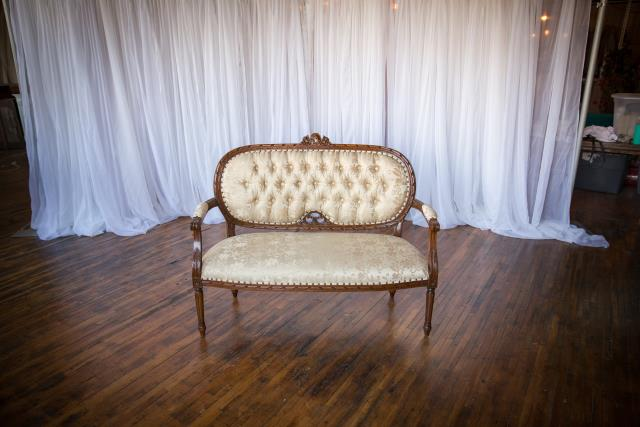Where to find Settee, Wedding in Grand Rapids